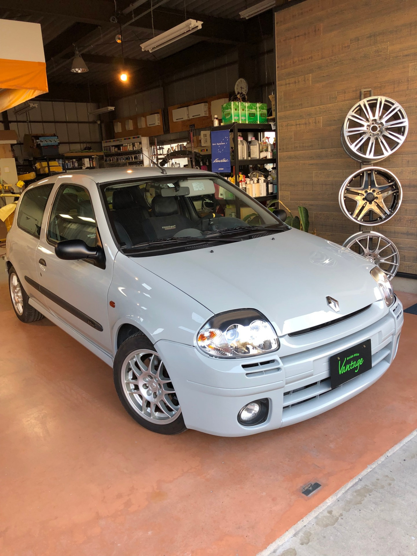 CLIO V6 ALL PAINT